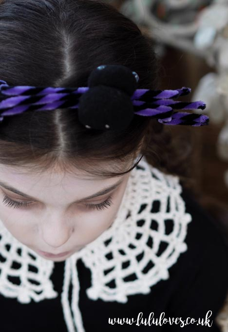 Free Crochet Pattern - Halloween Web Collar