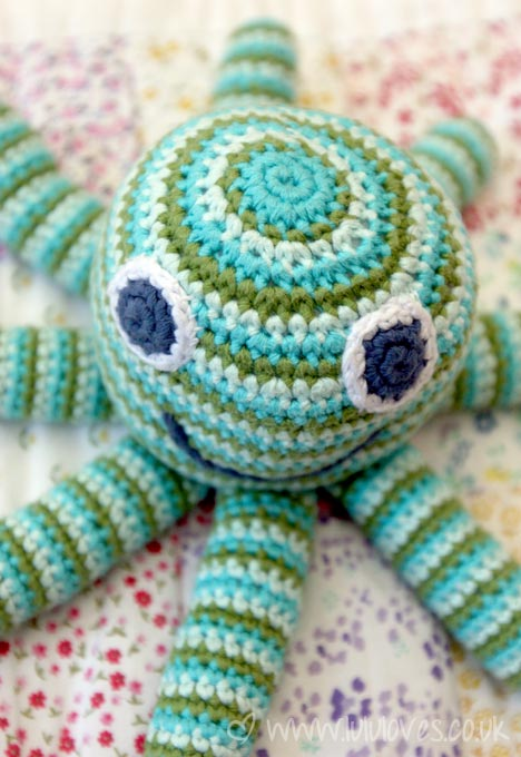 crochet-pebble-octopus