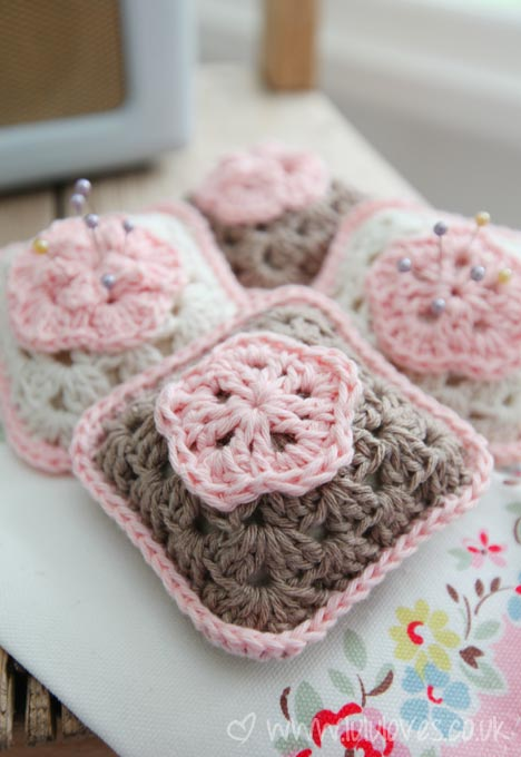 crochet-pincushion1
