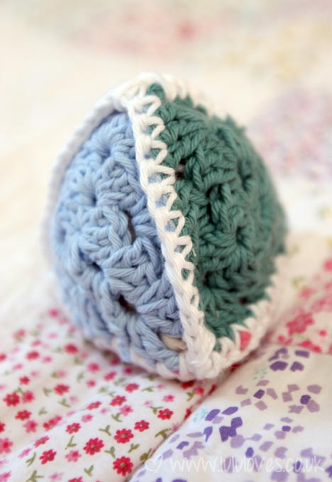 crochet-triangle-toy