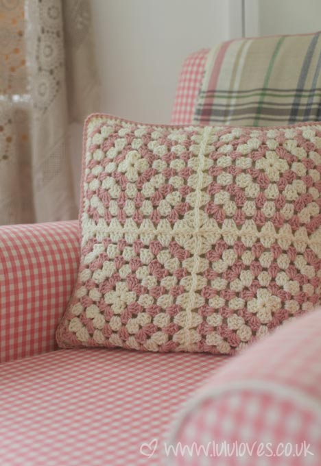 summerhouse-crochetcushion